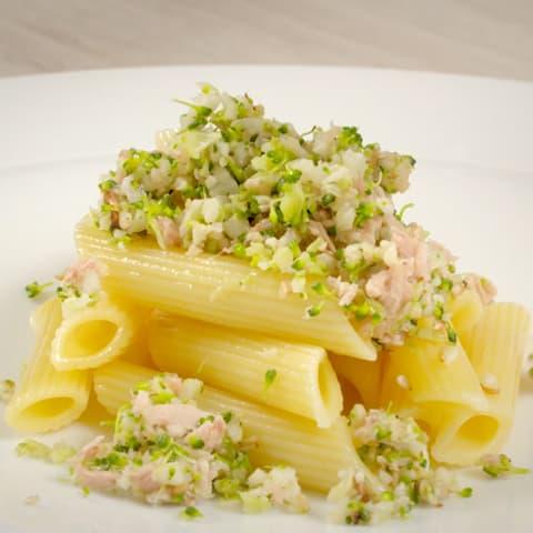 Cous-cous con pasta de brocolo y coliflor