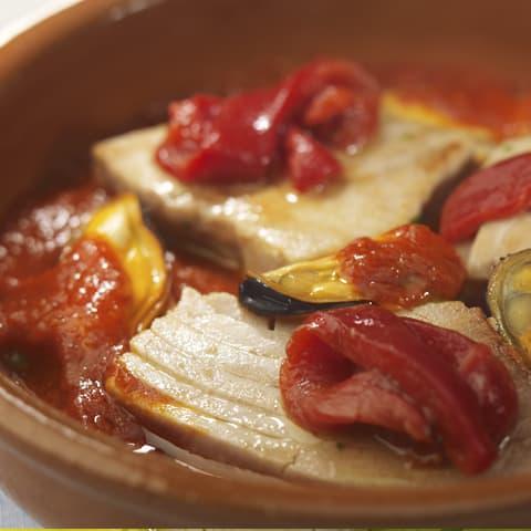 Atún Campos en salsa gorria con mejillones
