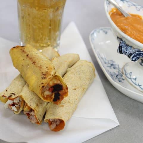 Burrito de Atún Claro Campos con Salsa Romesco Salome