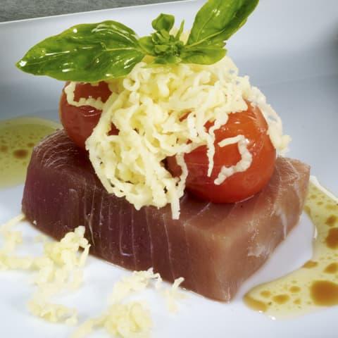 Pincho de atún marinado